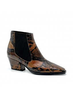 Python style leather camperos boot with elastic bands. Leather lining. Rubber so