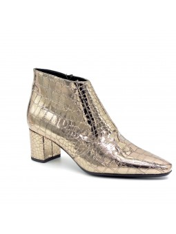 Croc-print laminate leather ankle boot. Leather lining. Rubber sole. 5,5 cm heel
