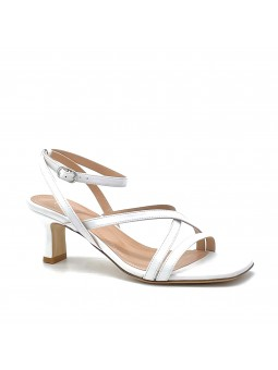 White leather sandal with ankle strap. Leather lining, leather sole. 5,5 cm heel