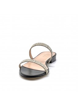 Black leather and beige fabric mule. Leather lining, leather sole. 1 cm heel.