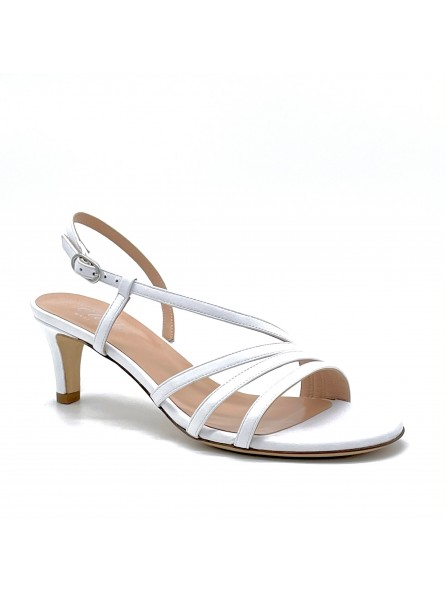 White leather sandal. Leather lining, leather sole. 5,5 cm heel.