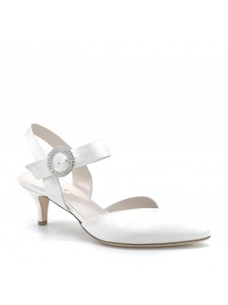 100% white silk slingback with jewel buckle. Leather lining. Leather sole. 5,5 c