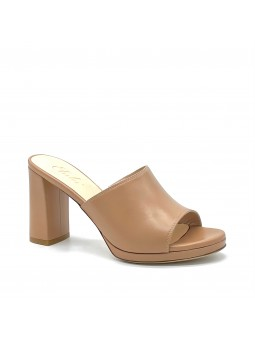 Dark beige leather mule with platform, with hidden stretch inside. Leather linin