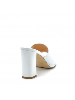 White leather mule with platform, with hidden stretch inside. Leather lining, le