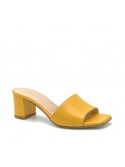 Yellow leather mule. Leather lining, leather sole. 5,5 cm heel.