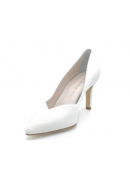 White laminate fabric pump with a sweetheart collar. Leather lining. Leather sol