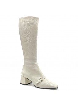 Ivory patent leather with creased effect boot. Leather lining, leather and rubbe