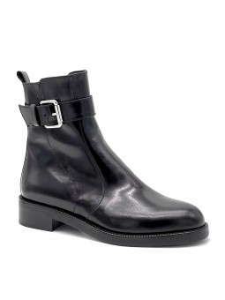 Black leather boot with metal buckle. Leather lining, rubber sole. 3,5 cm heel.