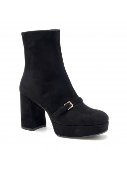 Black suede boot with platfrom. Leather lining, leather and rubber sole. 9 cm he