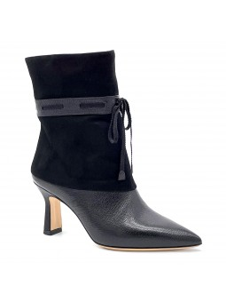 Black leather and suede boot with grosgrain ribbon. Leather lining, leather sole