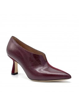 Bordeaux suede and leather bootie. Leather lining, leather sole. 7,5 cm heel.