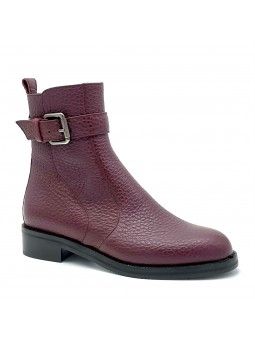 Bordeaux leather boot with metal buckle. Leather lining, rubber sole. 3,5 cm hee