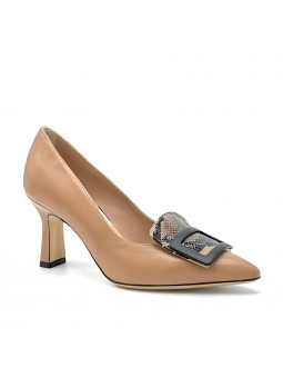 """Beige and printed leather pump with black """"buckle"""" accessory. Leather lining"""
