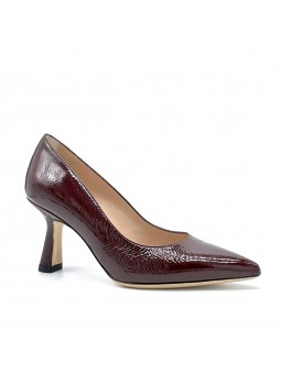 Brown patent with creased effect pump. Leather lining. Leather sole. 7,5 cm heel