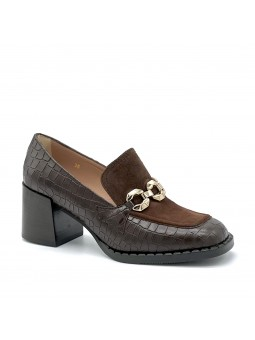 Brown printed leather and suede moccasin with metal buckle. Leather lining, rubb