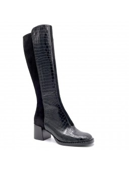Black suede and printed leather boot. Leather lining, rubber sole. 6 cm heel.