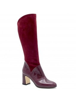 Bordeaux suede and leather boot. Leather lining, leather and rubber sole. 7,5 cm