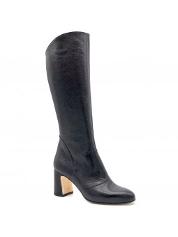 Black leather boot. Leather lining, leather and rubber sole. 7,5 cm heel.