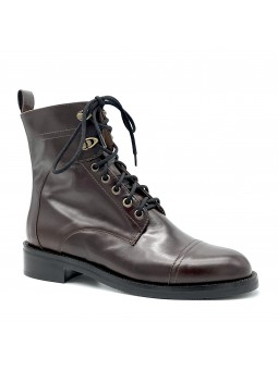 Brown leather boot. Leather lining, rubber sole. 3,5 cm heel.