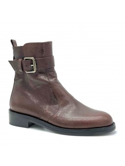 Brown leather boot with metal buckle. Leather lining, rubber sole. 3,5 cm heel.