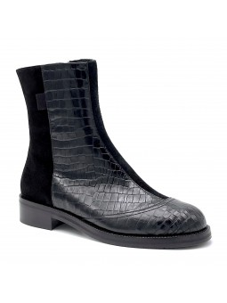 Black printed leather and suede boot. Leather lining, rubber sole. 3,5 cm heel.